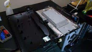 VESA非対応の液晶ディスプレイを改造してVESAマウントをつける