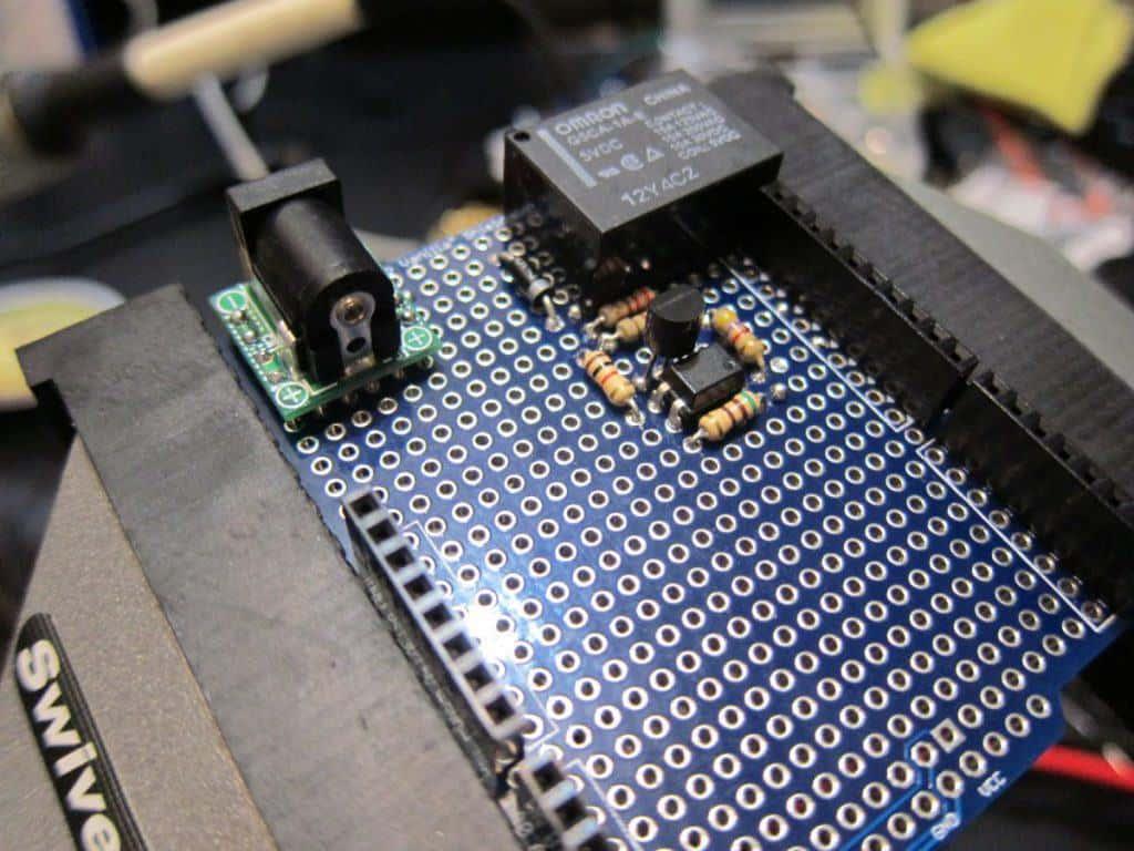 【Arduino】リレーシールドを作って100Vを制御する!