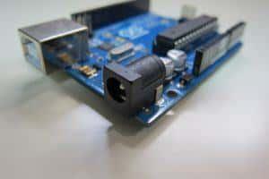 モバイル電子工作の第一歩!3端子DCジャックの使い方