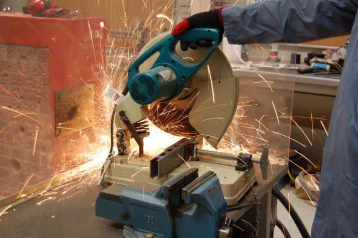 【電動工具紹介】鉄を切る道具(2):鉄パイプやアングル材を切断するなら【高速切断機】