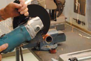 【電動工具紹介】鉄を切る道具(1):幅広い用途に使える【ディスクグラインダー】