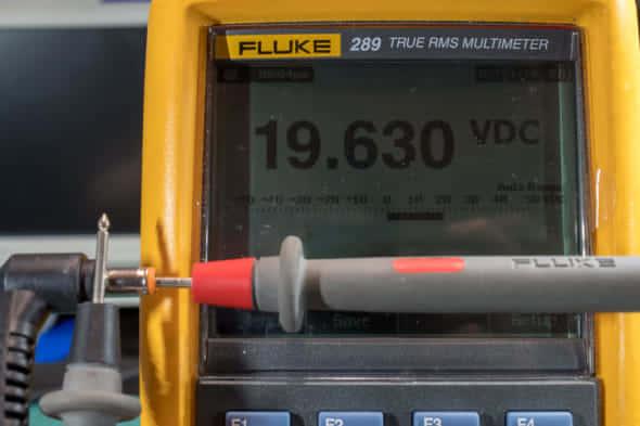 修理したACアダプタの無負荷電圧確認