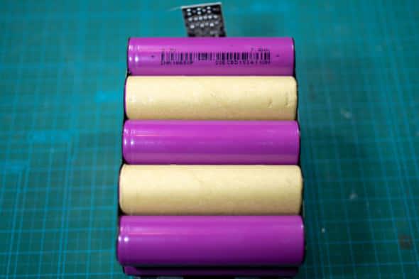 電動工具互換バッテリーの分解