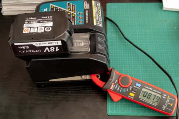 互換バッテリーの充電電流測定