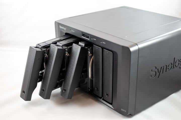 Synology DX513、NASのドライブを拡張キットで増やす