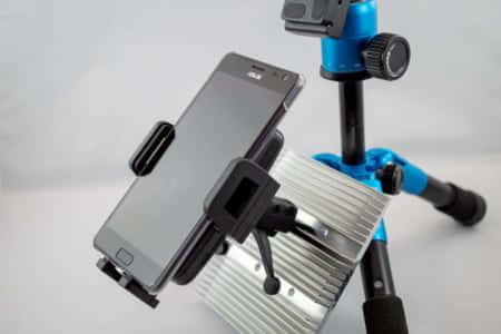 ホールド感が抜群!確実に固定できる車載用スマホ充電スタンド|Humixx ワイヤレス充電器レビュー
