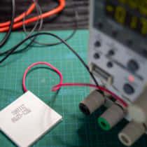 冷却ができる電子部品「ペルチェ素子」の使い方